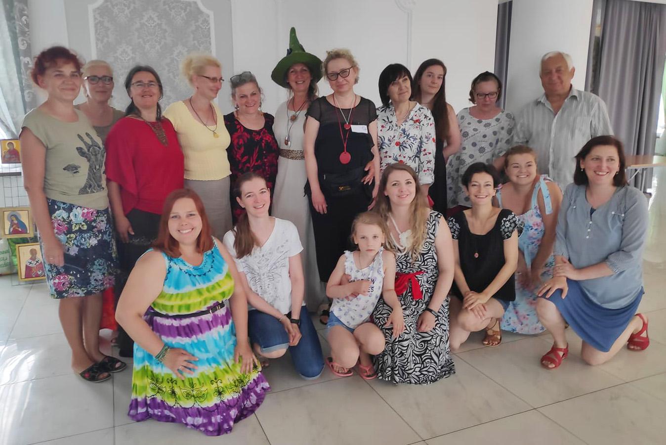 Read more about the article Spotkajmy się przy tamborku – krótka relacja z warsztatów wyjazdowych w Radziłowie